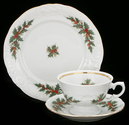 Christmas Berry Fine China Starter Setting (Bonus $10 Gift Certificate! Limit 2.)