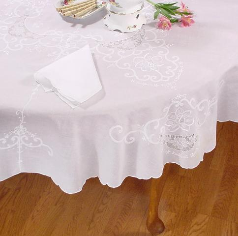 Melinda Embroidered Tablecloth Set   66 X 104 Oval